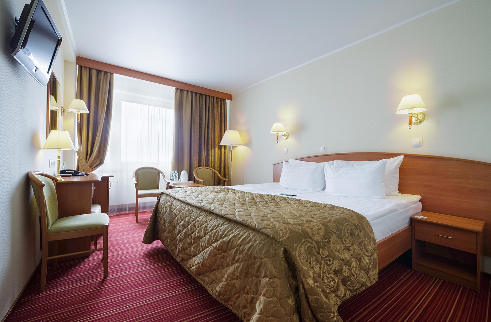Комфортный делюкс с большой двухместной кроватью в гостинице Вега